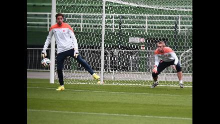 Louis Van Gaal mantiene en reserva el once para el duelo ante Brasil