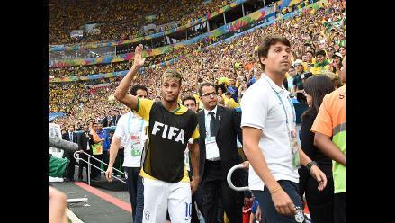 El Mané Garrincha ovaciona a Neymar y abuchea al técnico Scolari