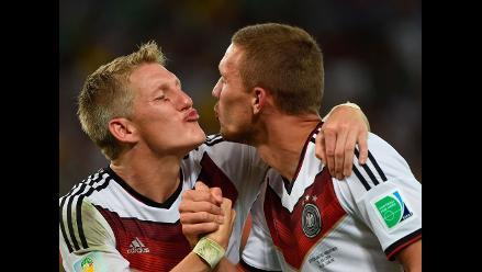Schweinsteiger y Podolski celebraron amorosamente el título de Alemania