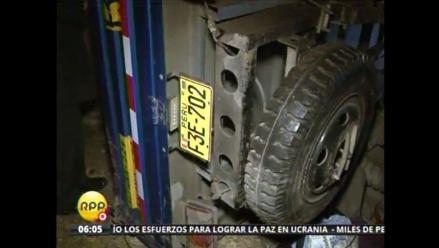 Camión cayó sobre el techo de dos casas en Pamplona Alta, SJM