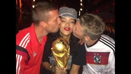 Rihanna y sus traviesas fotos con los jugadores de Alemania