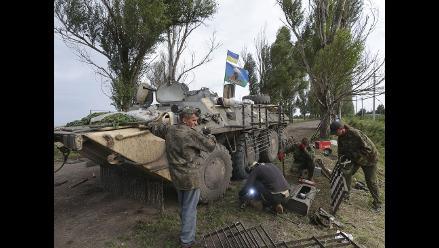 Poroshenko reduce zona de operación contra rebeldes ucranianos