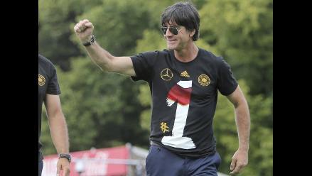 Joachim Low al público en Berlín: Somos todos campeones del mundo