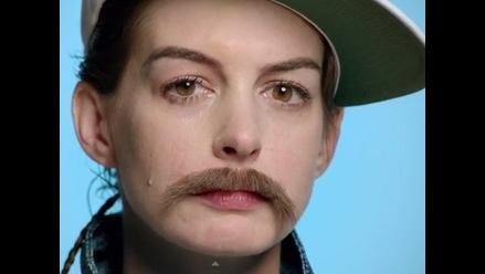 Anne Hathaway se viste de hombre en videoclip