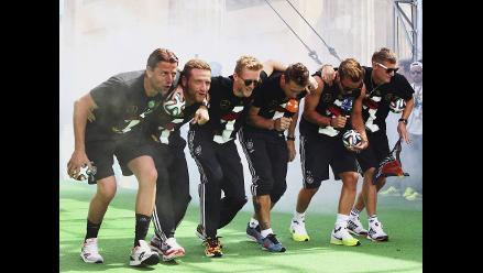 Jugadores de Alemania celebran título con pequeña burla a Argentina