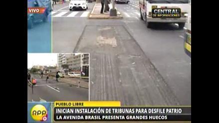 Pistas de la avenida Brasil llenas de huecos a dos semanas del desfile