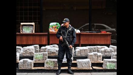 España: Policía encontró cocaína escondida en contenedores de plátanos