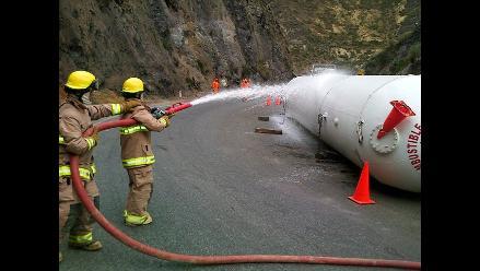 Huaral: volcadura de cisterna genera fuga de gas en la Panamericana Norte