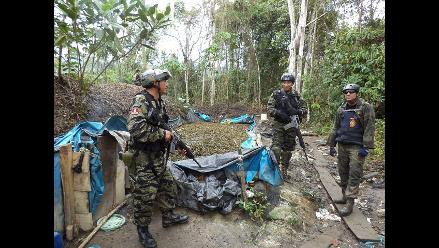 Ayacucho: policía antidrogas destruyen pozas de maceración de hoja de coca