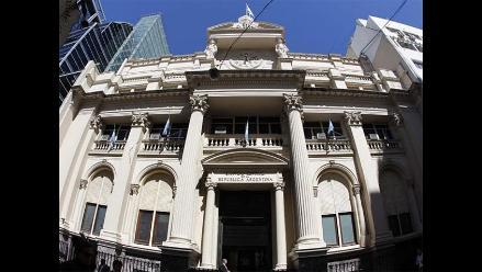 Juez de EEUU ordena que Argentina y acreedores se reúnan