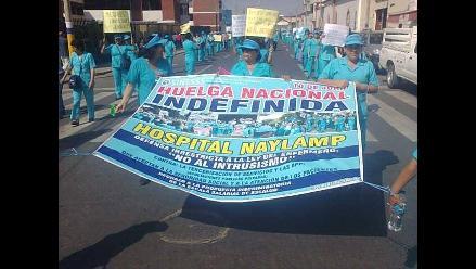 Chiclayo: cantando el ´Himno Nacional´ protestan enfermeras
