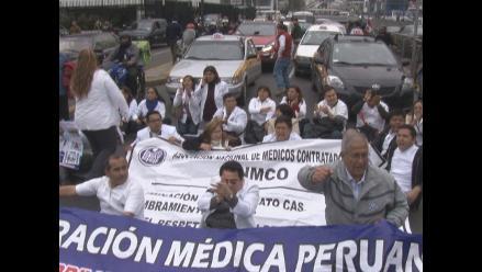 Protesta de médicos obstruyó tránsito en avenida Arequipa