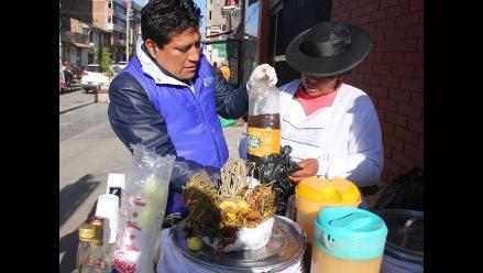 Huancayo: emolienteras manipulan alimentos en malas condiciones