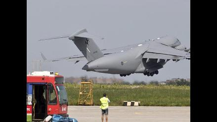 Salen de Kiev dos aviones con restos de 74 víctimas de avión malasio