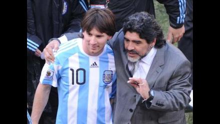 Maradona arremete contra Sabella: Conmigo, Messi jugó cinco veces mejor
