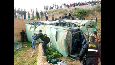 Huaura: treinta pasajeros heridos tras despiste y vuelco de bus