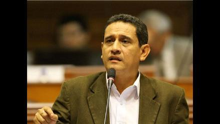 Víctor Crisólogo irá a comisión investigadora por vínculos con Álvarez