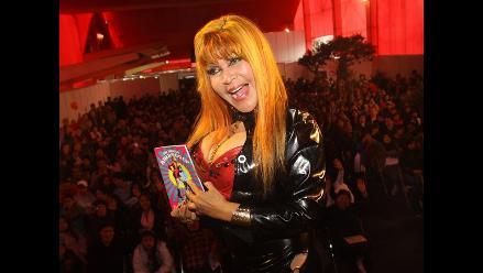 FIL Lima 2014: La Tigresa del Oriente presentó Nuevo Amanecer, el libro