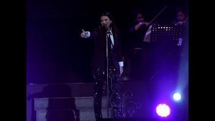 Laura Pausini sufrió impasse con bata en la Feria del Hogar