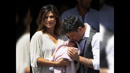 Alejandro Sanz presentó a su hija Alma ante la prensa