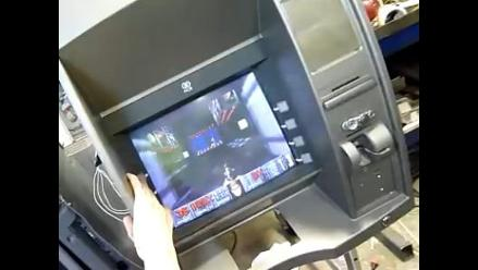 Adaptan un cajero automático para jugar videojuego Doom