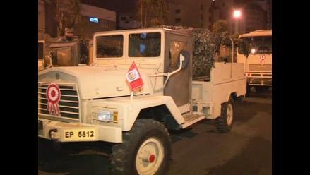 Vehículos del Ejército se apostan en calles aledañas a la avenida Brasil
