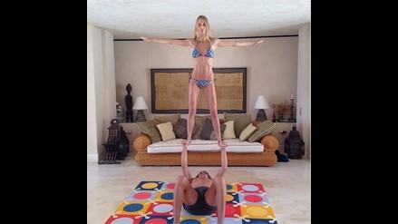 Puyol y su sexy novia presumen de su habilidad en el yoga