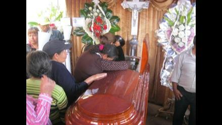 Lima: velan restos de cinco fallecidos en accidente de Cajatambo
