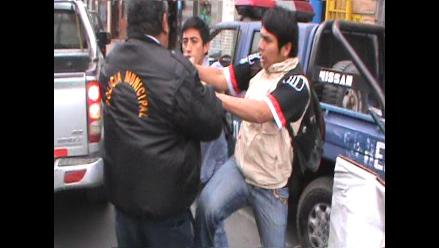 Ayacucho: conductor infractor agrede a dos efectivos policiales