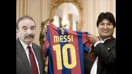 Barcelona regala camiseta firmada a presidente Evo Morales