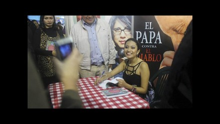 Wendy Sulca presentó su libro en la FIL Lima 2014