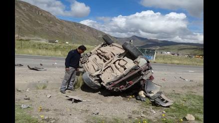 La Oroya: despiste de camión cisterna dejó dos personas heridas
