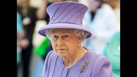 Agricultor español envía alfalfa para los caballos de la reina Isabel II