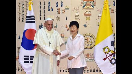 El papa Francisco llegó a Seúl en su primera visita a Asia