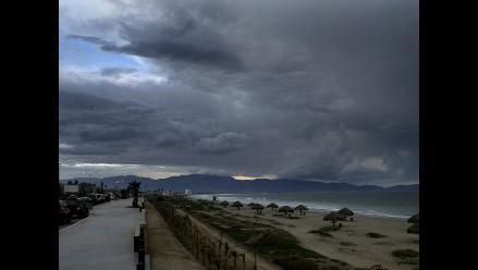 Se forma tormenta tropical Karina frente a las costas de México