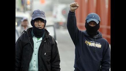 Suspenden desalojo en Andahuasi, pero trabajadores siguen atrincherados
