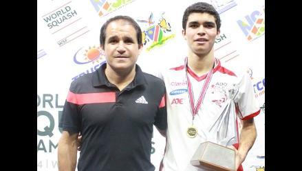 Diego Elías y su festejo tras ganar el Mundial Junior de Squash en Namibia