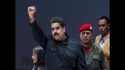 Maduro pide a intelectuales ayudarle en la construcción de un nuevo Estado