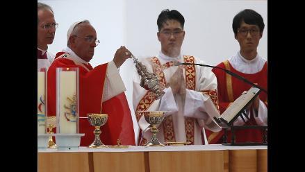 El papa Francisco bautizará al padre de una víctima del ferri surcoreano
