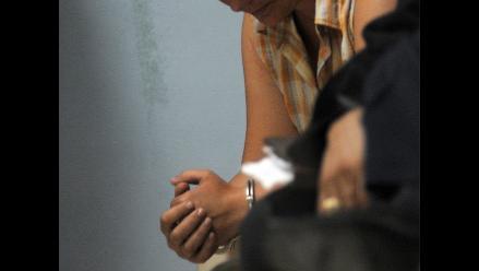 EEUU: mujer roba vino de 4 dólares para poder ver a su novio preso