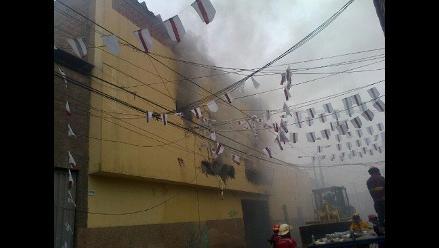 Controlan incendio en fábrica de calzados en Barrios Altos