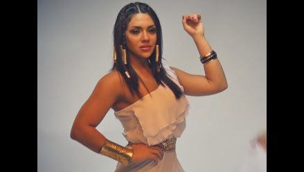 Vania Bludau se transforma en una sensual diosa egipcia