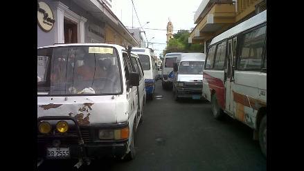 Pasco: transportistas se enfrentan con pobladores por alza de pasaje