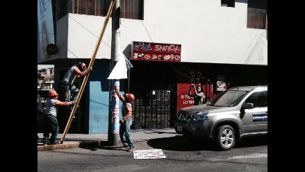 Arequipa: retiran publicidad electoral de postes de energía eléctrica