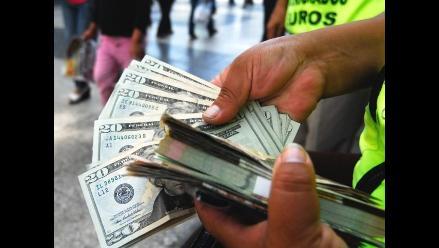 Dólar alcanza su mayor nivel en cuatro años