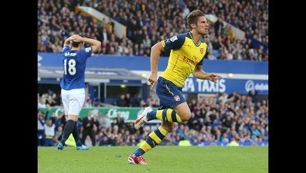 Arsenal rescató un empate 2-2 ante Everton en el final