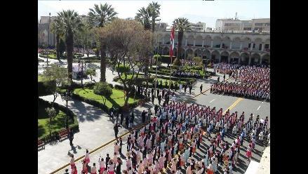 Más de mil 500 parejas bailan carnaval arequipeño por Record Guinness