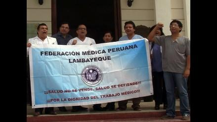 Chiclayo: médicos en huelga realizan plantón por descuentos