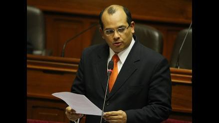 Piden interpelar a ministro Luis Castilla por bajo crecimiento económico