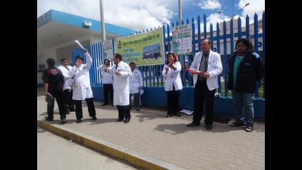 Médicos restringirán atención en emergencia en Arequipa